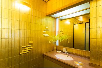 【金箔屋さくだ】は金箔・プラチナ箔を活用した化粧室をご用意